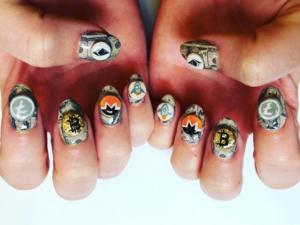 crypto claws katy perry is getting on the bitcoin bandwagon with cryptocurrency nail paint